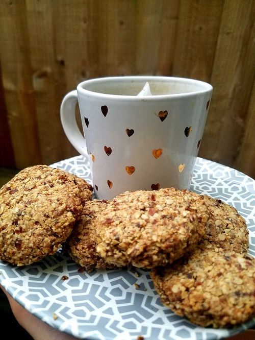 3-Ingredient Healthy Chewy Oat And Date Cookies