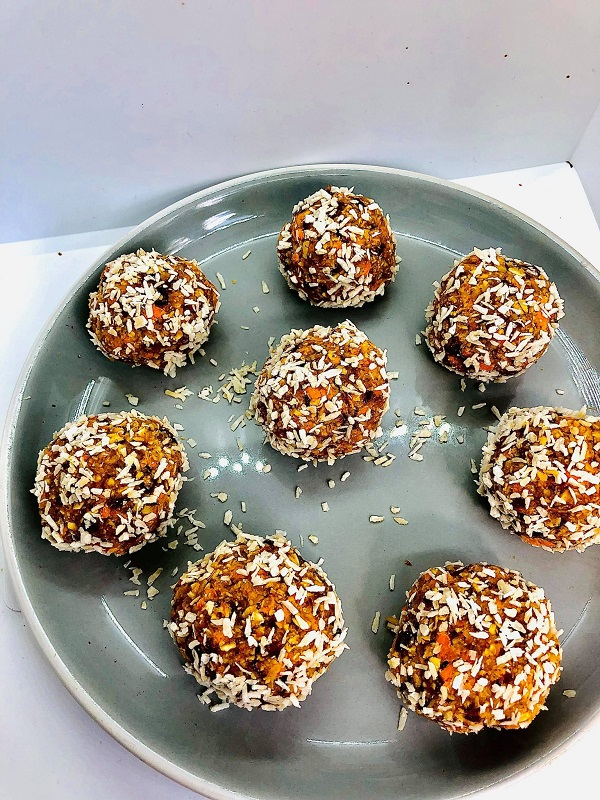 Easy Healthy No-Cook Carrot Cake Bites