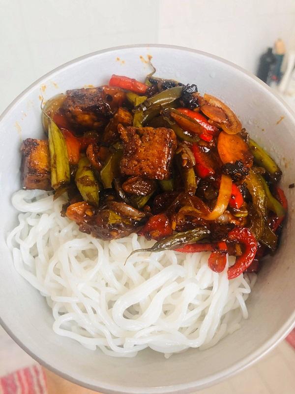 Quick & Healthy Vegan Sticky Tofu Noodle Bowl