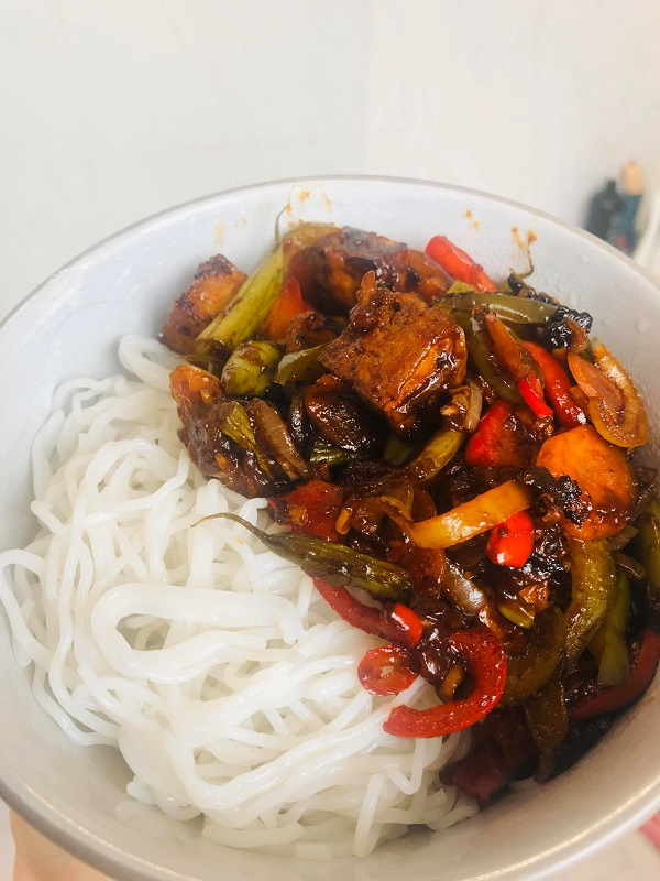 Quick & Healthy Vegan Sticky Tofu Noodle Bowl