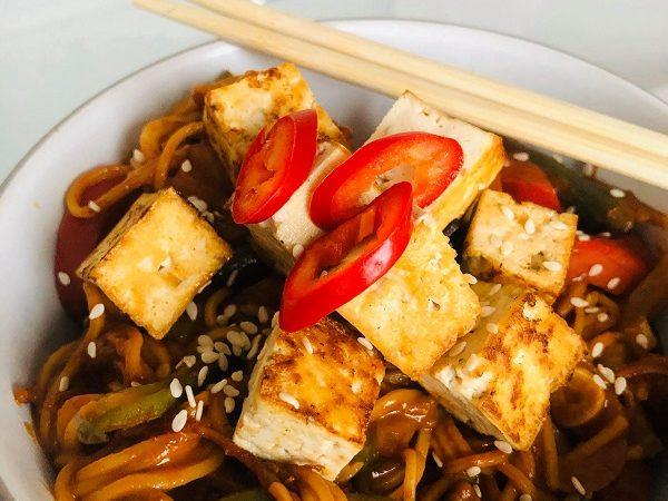 One-Pot Noodle Tofu & Peanut Veg Bowl