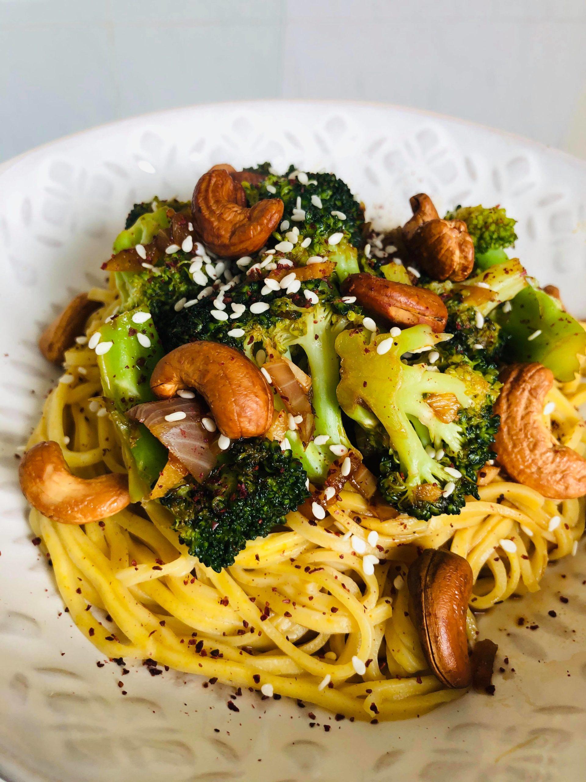20-Minute Healthy Broccoli Cashew Stir-Fry
