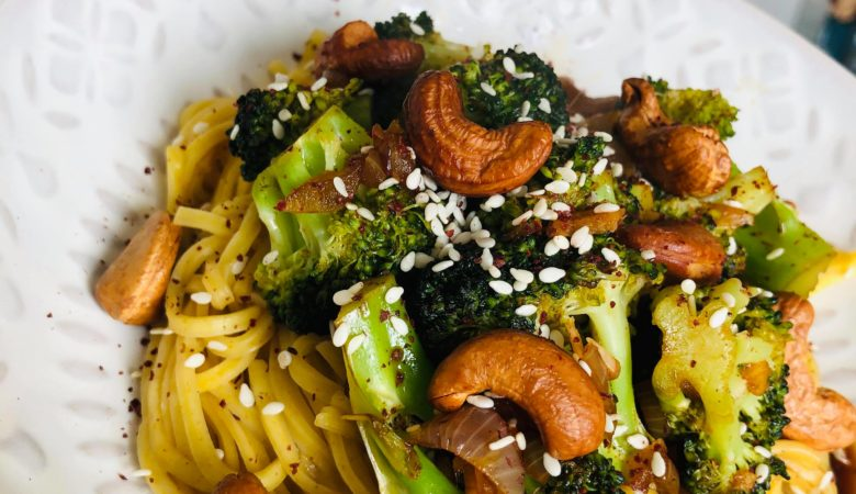 20-Minute Healthy Broccoli Cashew Stir-Fry