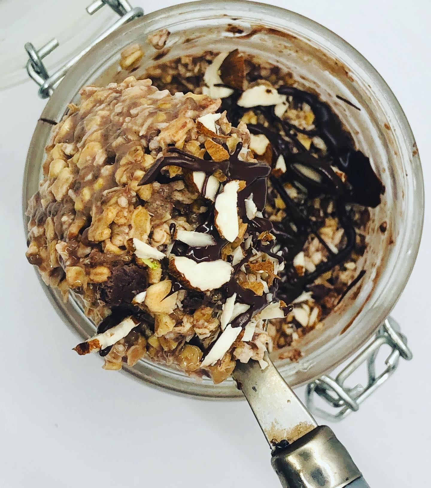 Easy Healthy Chocolate Almond Overnight Oats