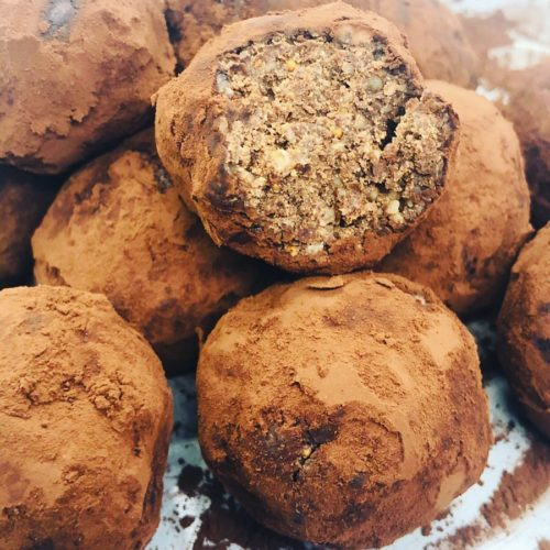 5-Ingredient Raw Vegan Protein Bites (7g Protein Per Bite)