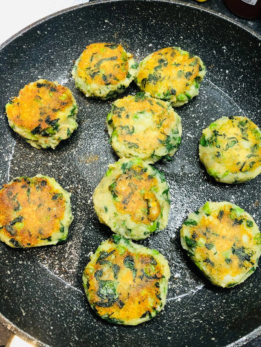 Easy Vegan Potato Pea & Spinach Cakes