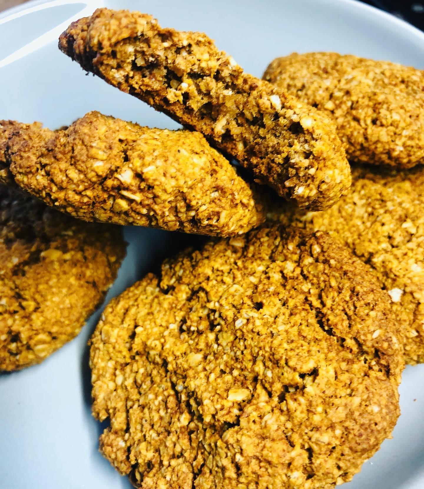 Easy Crispy Vegan Apple & Oat Cinnamon Cookies